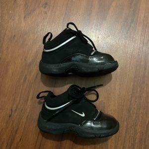 Nike toddler size 5.5 black sneakers